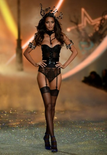 gallery_big_Victorias_Secret_Fashion_2013_Black_Lingerie-400x580