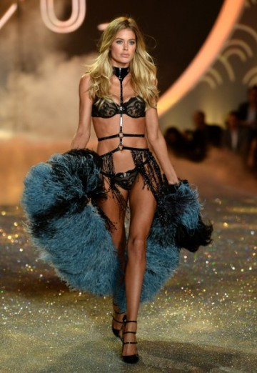 gallery_big_Victorias_Secret_Fashion_2013_Show_Black_Angel-400x580