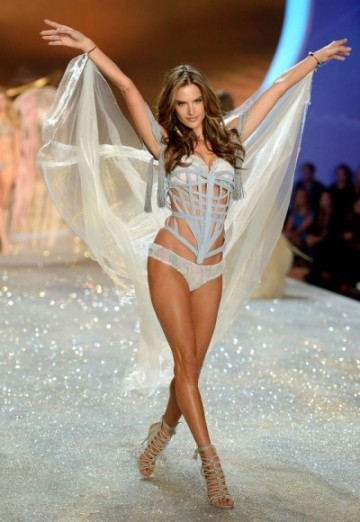 gallery_big_Victorias_Secret_Fashion_2013_Show_Lingerie-400x580
