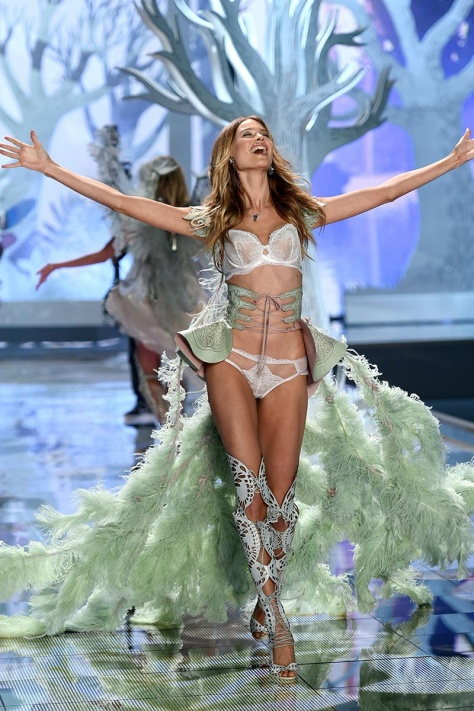 desfile_victoria_secret_2014_londres_99229318_800x